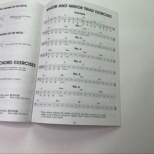 Vintage Accents - Vintage Electric Bass Book Hal Leonard Music